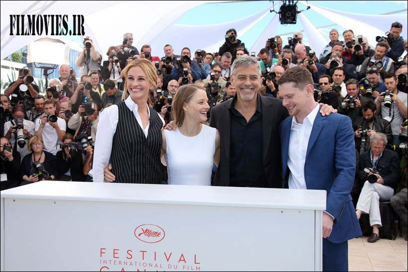 Director Jodie Foster, second left, poses for photographers with from left, actress Julia Roberts, actors George Clooney and Jack O'Connell, during a photo call for the film Money Monster at the 69th international film festival, Cannes, southern France, Thursday, May 12, 2016. (AP Photo/Joel Ryan)
